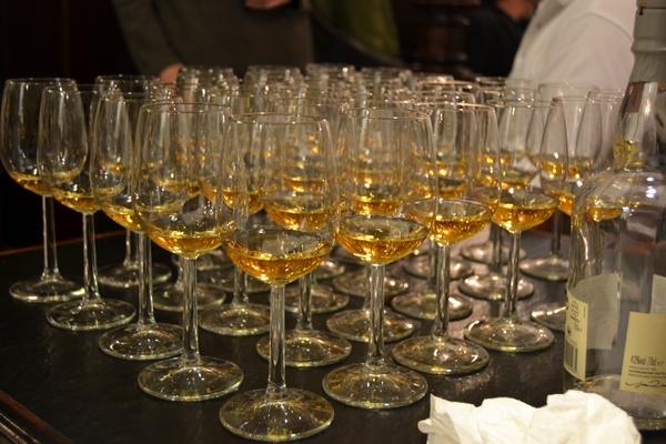 Bild 8 der Brasserie La Galette: Blick vom Podest zum Durchgang nach oben